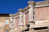 Italien, Umbrien, Fontana Maggiore vor Duomo San Lorenzo in Perugia, erbaut 1277-1278 von Fra Bevignate, Reliefs von Nicolo und Giovanni Pisano