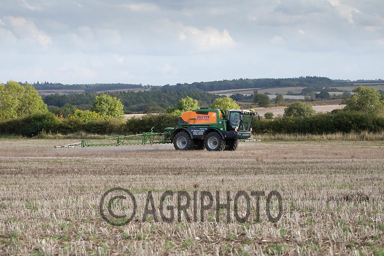 29.9.2020 Contractors spraying glyphosate on stubbles.<br /> ©Tim Scrivener Photographer 07850 303986<br />      ....Covering Agriculture In The