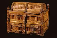 Europe/France/Auvergne/15/Cantal/Saint-Flour/Musée de la Haute-Auvergne: Détail d'un coffret bois de noisetier