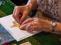 kroatische Minderheit, Künsterin für Stroh-Dekoration in Sombor, Vojvodina, Serbien, Europa<br /> Croatian Minority, Folk Art straw decoration, Sombor,, Vojvodina, Serbia, Europe