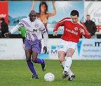 FC Gullegem - SV Wevelgem City..Nils Clarysse (rechts) met de pass voorbij Moussa Kone (links)..foto VDB / BART VANDENBROUCKE