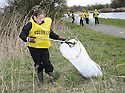 20/04/2010   Copyright  Pic : James Stewart.23_helix_litter  .::  HELIX PROJECT ::  KIDS FROM BRAES HIGH SCHOOL TAKE PART IN THE LITTER PICK AT THE FORTH & CLYDE CANAL BETWEEN LOCK 2 AND THE BLUE BRIDGE ::.