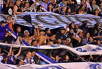 LA PAZ - BOLIVIA, 01-06-2017: Hinchas del Bolívar animan a su equipo durante partido de la primera fase, llave 16,entre Bolívar de Bolivia y Deportes Tolima de Colombia por la Copa Conmebol Sudamericana 2017 jugado en el estadio Hernando Siles de la ciudad de La Paz, Bolivia. / Fans of Bolivar cheer for their team during match for the first phase, Kye 16, between  Bolivar de Bolivia and Deportes Tolima of Colombia for the Conmebol Sudamericana Cup 2017 played at Hernando Siles stadium in La Paz, Bolivia. Photo: VizzorImage / Daniel Miranda / APG Noticias / Cont