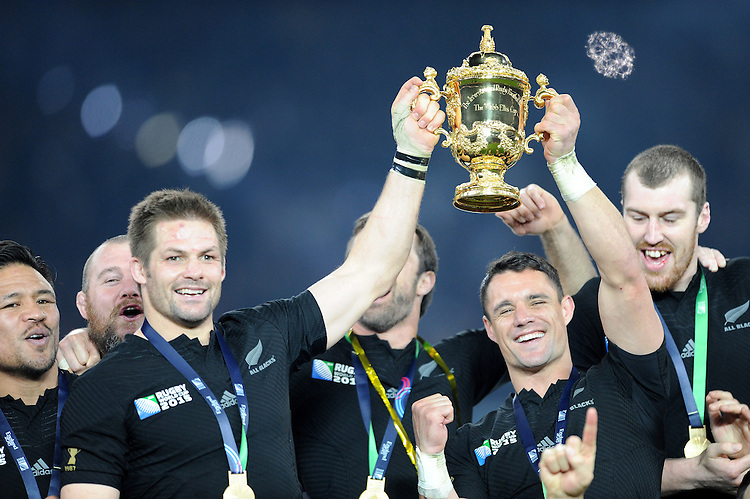 Richie McCaw and Dan Carter of New Zealand lifts the Webb Ellis trophy after winning the Rugby World Cup Final between New Zealand and Australia - 31/10/2015 - Twickenham Stadium, London<br /> Mandatory Credit: Rob Munro/Stewart Communications