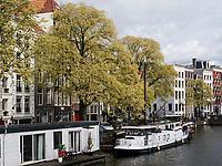 Amstel bei Nationale Opera + Ballet, Amsterdam, Provinz Nordholland, Niederlande<br /> Amstel near Nationale Opera + Ballet, Amsterdam, Province North Holland, Netherlands