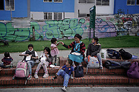 BOGOTA - COLOMBIA, 07-05-2020: Cerca de 300 indígenas, entre ellos unos 100 niños, de la comunidad Embera fueron desalojados el día de hoy en un proyecto urbanístico en Ciudad Bolívar (barrio Candelaria La Nueva) de Bogotá. Hoy es el día 44 de la cuarentena total en el territorio colombiano causada por la pandemia  del Coronavirus, COVID-19. / About 300 inigenous, including near 100 children, where evicted from an urban project in Ciudad Bolivar (neighborhood Candelaria La Nueva) in Bogota city. Today is the day 44 of total quarantine in Colombian territory caused by the Coronavirus pandemic, COVID-19. Photo: VizzorImage / Diego Cuevas / Cont