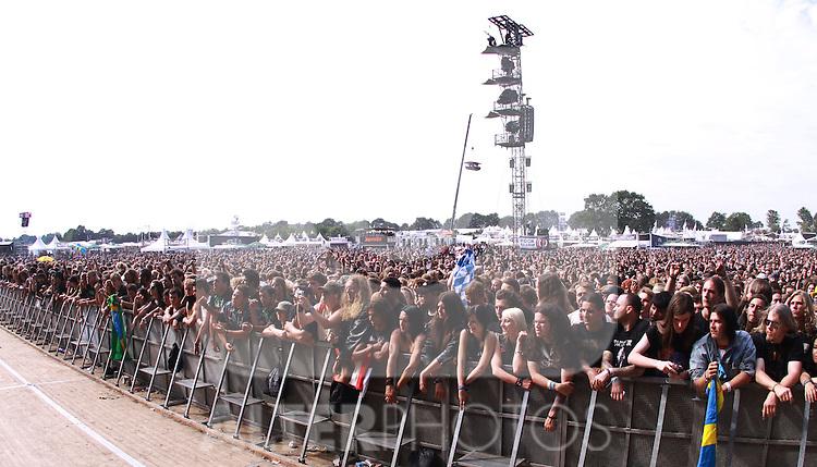 07.08.2010, Wacken Open Air 2010, Wacken, GER, 3.Tag beim 21.Heavy Metal Festival Fans vor der Konzert Buehne, Foto © nph / Kohring