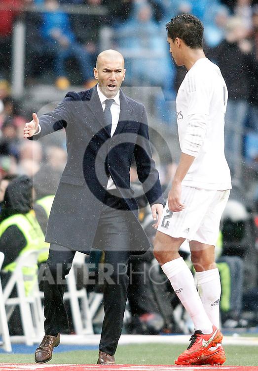 Real Madrid's coach Zinedine Zidane and Raphael Varane during La Liga match. February 13,2016. (ALTERPHOTOS/Acero)