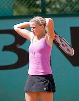 28-5-08, France,Paris, Tennis, Roland Garros, Michaella Krajicek uit haar frustratie, ze komt wederom niet verder dan de eerste ronde en verliest veel ranglijstpunten
