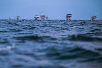 Riviera adriatica, piattaforma estrazione gas, mare adriatico