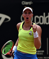 BOGOTÁ-COLOMBIA, 13-04-2019: Beatriz Haddad (BRA), celebra el punto ganado a Amanda Anisimova (USA), durante partido por la semifinal del Claro Colsanitas WTA, que se realiza en el Carmel Club en la ciudad de Bogotá. / Beatriz Haddad (BRA), celebrates the point won to Amanda Anisimova (USA), during a match for the semifinal of the WTA Claro Colsanitas, which takes place at Carmel Club in Bogota city. / Photo: VizzorImage / Luis Ramírez / Staff.