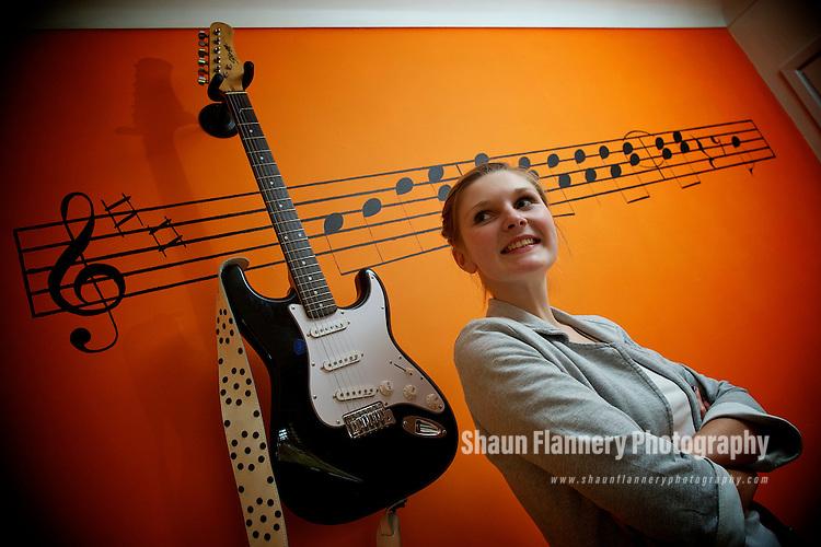 Pix: Shaun Flannery/shaunflanneryphotography.com...COPYRIGHT PICTURE>>SHAUN FLANNERY>01302-570814>>07778315553>>..12th September 2010.............Abigail Warren, Mason bedroom, music.