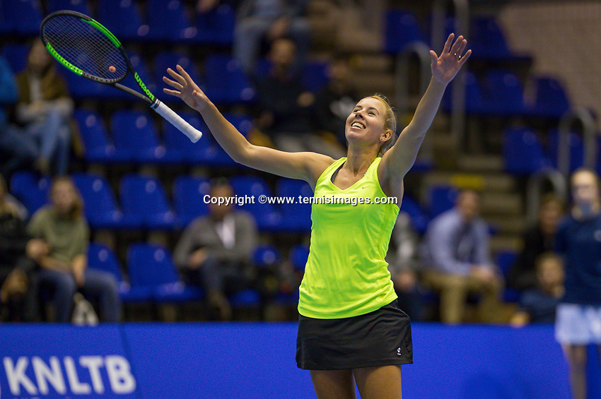Rotterdam, Netherlands, December 17, 2017, Topsportcentrum, Ned. Loterij NK Tennis, Winner woman'sl  single final : Chayenne Ewijk (NED)  celebrates<br /> Photo: Tennisimages/Henk Koster