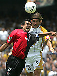 Mexico (30/05/2004): UNAM Pumas striker Bruno Marioni heads the ball to score the second goal of his team over Atlas defender Jaime Duran during the second leg of quarterfinals of the national soccer league.  Pumas won 3-1 and goes to semifinals next week. /..© Heriberto Rodriguez..NO ARCHIVO-NO ARCHIVE-ARCHIVIERUNG VERBOTEN!