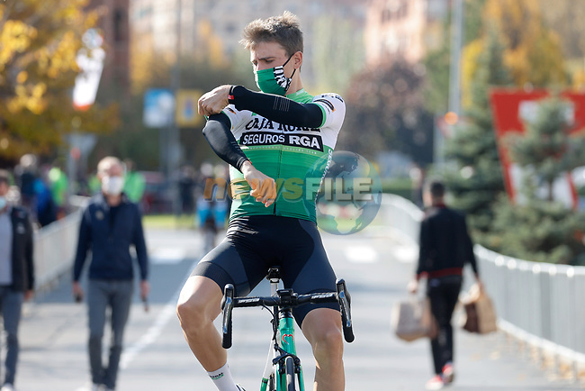Jonathan Lastra Martinez (ESP) Caja Rural-Seguros RGA arrives at sign on before the start of Stage 8 of the Vuelta Espana 2020 running 160km from Logroño to Alto de Moncalvillo, Spain. 28th October 2020.   <br /> Picture: Luis Angel Gomez/PhotoSportGomez   Cyclefile<br /> <br /> All photos usage must carry mandatory copyright credit (© Cyclefile   Luis Angel Gomez/PhotoSportGomez)