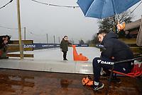SCHAATSEN: BANTEGA: 23-12-2020, Sjinkie en Myrthe Knegt, IJsbaan achter huis, ©foto Martin de Jong