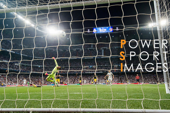Goalkeeper Jan Oblak of Atletico de Madrid fails to save the goal by Cristiano Ronaldo of Real Madrid (blocked) during their 2016-17 UEFA Champions League Semifinals 1st leg match between Real Madrid and Atletico de Madrid at the Estadio Santiago Bernabeu on 02 May 2017 in Madrid, Spain. Photo by Diego Gonzalez Souto / Power Sport Images
