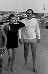 RENZO ARBORE CON MARIANGELA MELATO<br /> FREGENE 1974