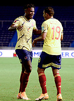 BARRANQUILLA – COLOMBIA, 09 –10-2020: Luis Muriel de Colombia (COL) celebra con Duvan Zapata su segundo gol anotado a Venezuela (VEN), durante partido entre los seleccionados de Colombia (COL) y Venezuela (VEN), de la fecha 1 por la clasificatoria a la Copa Mundo FIFA Catar 2022, jugado en el estadio Metropolitano Roberto Melendez en Barranquilla. / Luis Muriel of Colombia (COL) celebrates with Duvan Zapata his second scored goal to Venezuela (VEN), during match between the teams of Colombia (COL) and Venezuela (VEN), of the 1st date for the FIFA World Cup Qatar 2022 Qualifier,  played at Metropolitan stadium Roberto Melendez in Barranquilla. / Photo: VizzorImage / Julian Medina FCF / Cont.