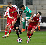 17.10.2020, Schwarzwald Stadion, Freiburg, GER, 1.FBL, SC Freiburg vs SV Werder Bremen<br /><br />im Bild / picture shows<br />Christian Günter (Freiburg), Davie Selke (Bremen), Nicolas Höfler (Freiburg)<br /><br />Foto © nordphoto / Bratic<br /><br />DFL REGULATIONS PROHIBIT ANY USE OF PHOTOGRAPHS AS IMAGE SEQUENCES AND/OR QUASI-VIDEO.
