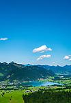 Oesterreich, Tirol, Kaiserwinkl, Walchsee: Ort und gleichnamiger See unterhalb vom Zahmen Kaiser   Austria, Tyrol, Kaiserwinkl, Walchsee: holiday resort at Lake Walchsee beneath Zahmer Kaiser mountain