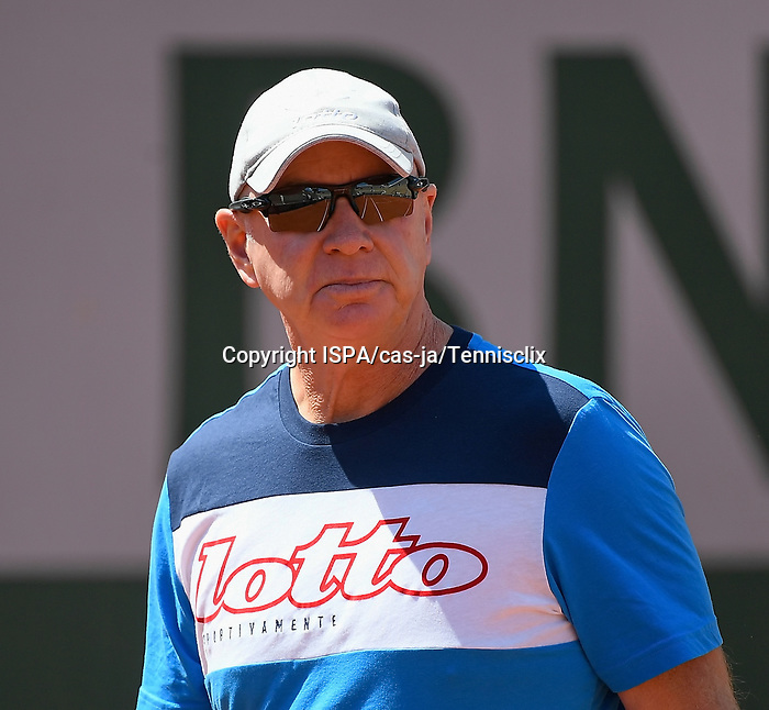 Craig Tyzzer (Ashley Barty's coach) during a training session before  Roland Garros 2021. Thursday may 27, 2021. Paris. France.