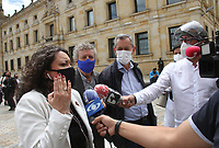 BOGOTA - COLOMBIA, 27-08-2020:Angélica Lozano senadora.Llegada de senadores y personal de bioseguridadal capitolio duerante la elección  de Margarita Cabello Blanco como nueva procuradora del país. /Arrival of senators and biosafety personnel to the national capitol during the election of Margarita Cabello Blanco as the country's new attorney.. Photo: VizzorImage / Felipe Caicedo / Staff