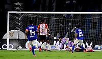 BOGOTA - COLOMBIA, 23-10-2021: Juan Pereira de Millonarios F. C. anota gol a Sebastian Viera de Atletico Junior durante partido entre Millonarios F. C. y Atletico Junior de la fecha 15 por la Liga BetPlay DIMAYOR II 2021 jugado en el estadio Nemesio Camacho El Campin de la ciudad de Bogota. / Juan Pereira of Millonarios F. C. scored a goal to Sebastian Viera of Atletico Junior during a match between Millonarios F. C. and Atletico Junior of the 15th date for the BetPlay DIMAYOR II 2021 League played at the Nemesio Camacho El Campin Stadium in Bogota city. / Photo: VizzorImage / Luis Ramirez / Staff.