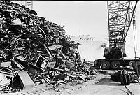 Rebuts metalliques dans le port<br /> Novembre 1972 <br /> (date exacte inconnue)<br /> <br /> PHOTO : Agence Quebec Presse -  Alain Renaud