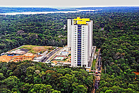 Construcao de predios invade a Floresta Amazonica. Bairro Nova Ponta Negra. Manaus. Amazonas. 2011. Foto de Sergio Amaral.