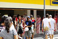 Campinas (SP), 09/01/2021 - Comércio-SP - Movimentação intensa no comércio de Campinas, interior de São Paulo, no calçadão da 13 de Maio, neste sábado (09). A cidade está na fase amarela do Plano São Paulo, com mais de 52 mil casos confirmados e 1505 óbitos pela Covid-19.