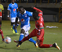 TUNJA - COLOMBIA , 5 -11- 2017 . Eliser Quinones (Izq.) jugador de Millonarios disputa el balón con Patriotas de Boyacá   durante partido por la fecha 19 de la Liga Aguila II 2017 jugado en el estadio La Independencia  de la ciudad de Tunja. / Eliser Quinones (L) player of Millonarios fights for the ball with XXXXX (R) player of Millonarios during match for the date 19 of the Liga Aguila II 2017 played at the Independencia Stadium in Tunja city . Photo:VizzorImage / José Miguel Palencia  / Contribuidor