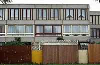 London:  Thameshead, begun in 1972. GLC Architects Dept.  Standard flat elevation, court off Portmeadow Walk.  Photo '90.