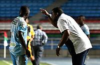 CALI - COLOMBIA – 22 - 09 - 2017: Hubert Bodhert (Der.), tecnico de Jaguares F.C., da instrucciones a Ramon Cordoba (Izq.), jugador de Jaguares, durante partido entre Cortulua y Jaguares F.C., por la fecha 13 de la Liga Aguila II 2017 jugado en el estadio Pascual Guerrero de la ciudad de Cali. / Hubert Bodhert, coach of Jaguares F.C., gives instructions to Ramon Cordoba (L) player of Jaguares, during a match Cortulua and Jaguares F.C., for the date 13th of the Liga Aguila II 2017 played at the Pascual Guerrero stadium in Cali city. Photo: Luis Ramirez / Staff.
