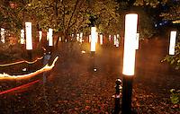 9.Oktober 1989 in Leipzig - Lichtfest - Stationen am Ring - Lichtinstallationen - im Bild: Station Nr. 17 . Foto: Norman Rembarz..Norman Rembarz , ,Holbeinstr. 14, 04229 Leipzig, Tel.: 01794887569, Hypovereinsbank: BLZ: 86020086, KN: 357889472, St.Nr.: 231/261/06432 - Jegliche kommerzielle Nutzung ist honorar- und mehrwertsteuerpflichtig! Persönlichkeitsrechte sind zu wahren. Es wird keine Haftung übernommen bei Verletzung von Rechten Dritter. Autoren-Nennung gem. §13 UrhGes. wird verlangt. Weitergabe an Dritte nur nach  vorheriger Absprache..