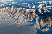 "Asien CHINA Provinz Xinjiang, Tarim Becken im Winter, Taklamakan Wueste und Tien Shan Gebirgsmassiv, Strasse von Urumqi nach Kashgar | .Asia CHINA Province Xinjiang, Tarim Basin, Taklamakan desert und Tien Shan mountains .| [ copyright (c) Joerg Boethling / agenda , Veroeffentlichung nur gegen Honorar und Belegexemplar an / publication only with royalties and copy to:  agenda PG   Rothestr. 66   Germany D-22765 Hamburg   ph. ++49 40 391 907 14   e-mail: boethling@agenda-fototext.de   www.agenda-fototext.de   Bank: Hamburger Sparkasse  BLZ 200 505 50  Kto. 1281 120 178   IBAN: DE96 2005 0550 1281 1201 78   BIC: ""HASPDEHH"" ,  WEITERE MOTIVE ZU DIESEM THEMA SIND VORHANDEN!! MORE PICTURES ON THIS SUBJECT AVAILABLE!! ] [#0,26,121#]"