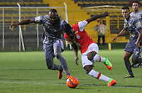 BOGOTA -COLOMBIA, 1-03-2017. Anuar Hurtado (L)  player of Tigres Fc fights the ball agaisnt Jorge Obregon (R) palyer of Santa Fe .  Action game between  Tigres FC  and Santa Fe during match for the date 7 of the Aguila League I 2017 played at Metropolitano de Techo stadium . Photo:VizzorImage / Felipe Caicedo  / Staff