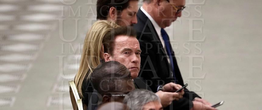 L'attore nato in Austria e naturalizzato statunitense, ex Governatore della California, Arnold Schwarzenegger (c) attende l'inizio dell'udienza generale del mercoledì in aula Paolo VI in Vaticano, 25 gennaio 2017.<br /> Austrian born US actor and former governor of California Arnold Schwarzenegger (c) attends Pope Francis weekly general audience in Paul VI Hall at the Vatican, on January 25, 2017.<br /> UPDATE IMAGES PRESS/Isabella Bonotto<br /> STRICTLY ONLY FOR EDITORIAL USE