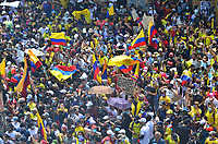 CALI - COLOMBIA, 01-05-2021: Caravanas de manifestantes por las calles de la ciudad de Cali durante la jornada del Día del trabajo en Colombia hoy, 01 de mayode 2021, además se mantiene la protesta por la reforma tributaria que adelanta el gobierno de Ivan Duque además de la precaria situación social y económica que vive Colombia. El paro fue convocado por sindicatos, organizaciones sociales, estudiantes y la oposición y sumando el día del trabano lleva 4 días de marchas y protestas. / Caravans of protesters through the streets of the city of Cali during the day of Labor Day in Colombia today, May 1, 2021, in addition, the protest against the tax reform that the government of Ivan Duque is advancing in addition to the precarious situation is maintained. social and economic life in Colombia. The strike was called by unions, social organizations, students and the opposition and adding the day of labor has 4 days of marches and protests. Photo: VizzorImage / Nelson Rios / Cont
