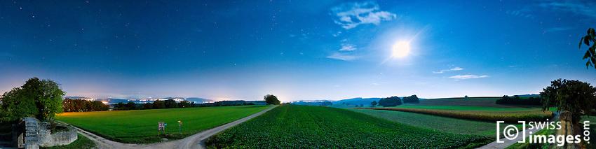 Vue nocturne de la Porte de l'Est sur le site Gallo-Romain d'Avenches