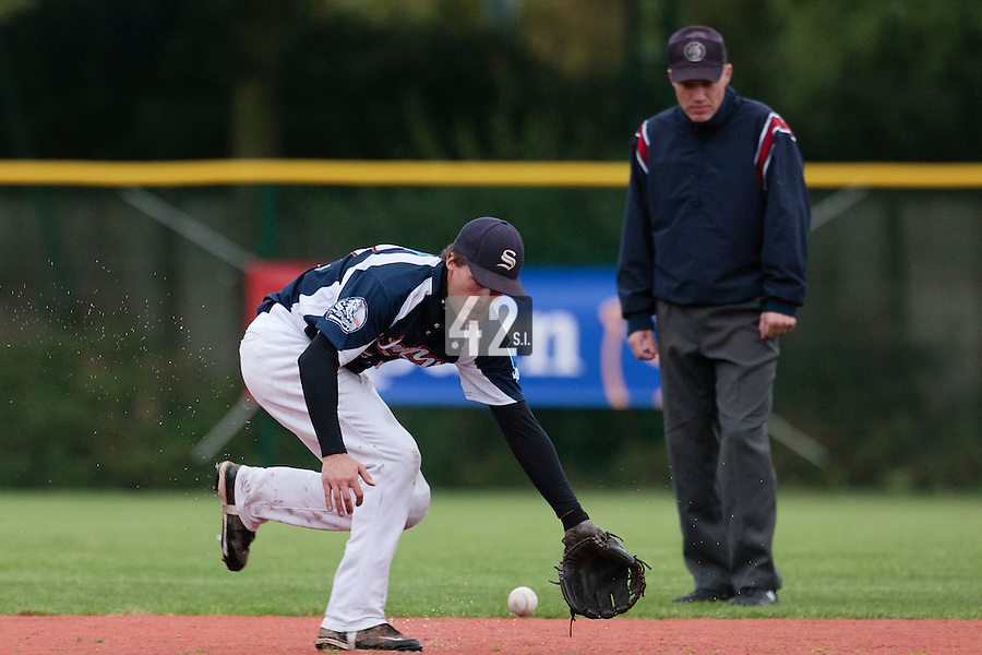 23 October 2010: Romain Scott-Martinez of Savigny eyes the ball during Savigny 8-7 win (in 12 innings) over Rouen, during game 3 of the French championship finals, in Rouen, France.