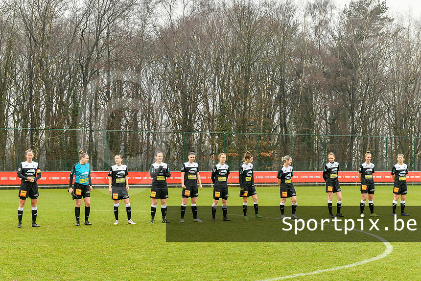 line up Eendarcht Aalst ( Chloe Van Mingeroet (17) of Eendracht Aalst , Goalkeeper Silke Baccarne (1) of Eendracht Aalst , Anke Vanhooren (7) of Eendracht Aalst , Valentine Hannecart (8) of Eendracht Aalst , Annelies Van Loock (9) of Eendracht Aalst , Tiana Andries (11) of Eendracht Aalst , Justine Blave (22) of Eendracht Aalst , Stephanie Van Gils (27) of Eendracht Aalst , Loes Van Mullem (33) of Eendracht Aalst , Margaux Van Ackere (37) of Eendracht Aalst , Niekie Pellens (41) of Eendracht Aalst ) pictured before a female soccer game between Standard Femina de Liege and Eendracht Aalst on the 12 th matchday of the 2020 - 2021 season of Belgian Scooore Womens Super League , saturday 30 th of January 2021 in Angleur , Belgium . PHOTO SPORTPIX.BE | SPP | STIJN AUDOOREN