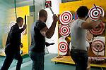 Milano,  palestra Sporting Club Leonardo De Vinci,<br /> Ivan Orizio, Lanciatori di coltelli