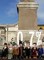 Attivisti della Coalizione Italiana contro la Poverta' (Gcap) indossano maschere raffiguranti i leader del G7, da sinistra, il Presidente degli Stati Uniti Barack Obama, Il Cancelliere tedesco Angela Merkel, il Primo Ministro Britannico Gordon Brown, il Presidente Francese Nicolas Sarkozy, il Primo Ministro Giapponese Taro Aso, il Primo Ministro Canadese Stephen Harper ed il Presidente del Consiglio Italiano Silvio Berlusconi, rappresentati come i Sette Nani, durante un'azione dimostrativa in Piazza del Popolo, Roma, 25 novembre 2009, per chiedere il mantenimento della promessa fatta dai sette paesi piu' industrializzati di destinare lo 0,7% del PIL all'aiuto ai paesi in via di sviluppo entro il 2015..Acivists of the Italian Coalition against Poverty (Gcap) wear masks of G7 leaders, from left, US President Barack Obama, German Chancellor Angela Merkel, British Prime Minister Gordon Brown, French President Nicolas Sarkozy, Japanese Prime Minister Taro Aso, Canadian Prime Minister Stephen Harper and Italian Premier Silvio Berlusconi, depicted as the Seven Dwarfs, during a protest in central Rome's Piazza del Popolo square, 25 november 2009, to ask G7 states to keep the promise to spend the 0,7% of their national growth towards overseas development assistance within 2015..UPDATE IMAGES PRESS/Riccardo De Luca