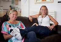 23-06-10, Tennis, England, Wimbledon, Caroline Wozniacki photoshoot, Caroline with her mother Anna