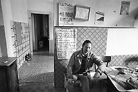- Milan, young people in the illegally occuped house of Dateo square (February 1988)....- Milano, giovani nella casa occupata abusivamente in piazzale Dateo (febbraio 1988)