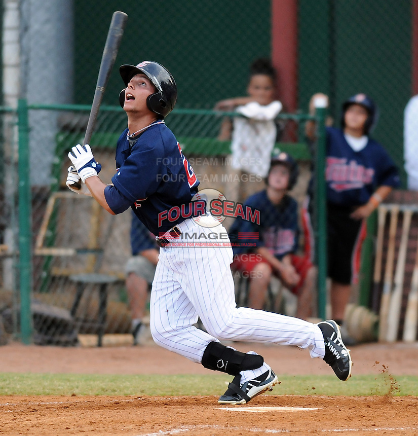 Outfielder Daniel Ortiz (25) of the Elizabethton Twins in a game against the Danville Braves on July 16, 2010, at Joe O'Brien Field in Elizabethton, Tenn. Photo by: Tom Priddy/Four Seam Images