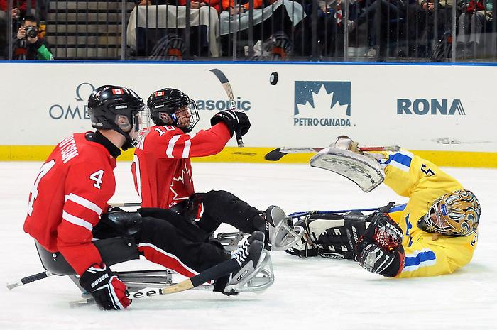 Shawn Matheson, Vancouver 2010 - Para Ice Hockey // Para-hockey sure glace.<br /> Team Canada plays against Sweden in Para Ice Hockey action // Équipe Canada joue contre la Suède dans un match de para-hockey sur glace. 14/03/2010.