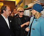 ANDREA DELLA VALLE CON NANCY BRILLI E PAOLA STURCHIO<br /> APERTURA STORE FAY A FONTANELLA BORGHESE ROMA 10/2008