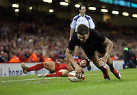 Pictured: Beauden Barrett of New Zealand scores a try Saturday 22 November 2014<br />